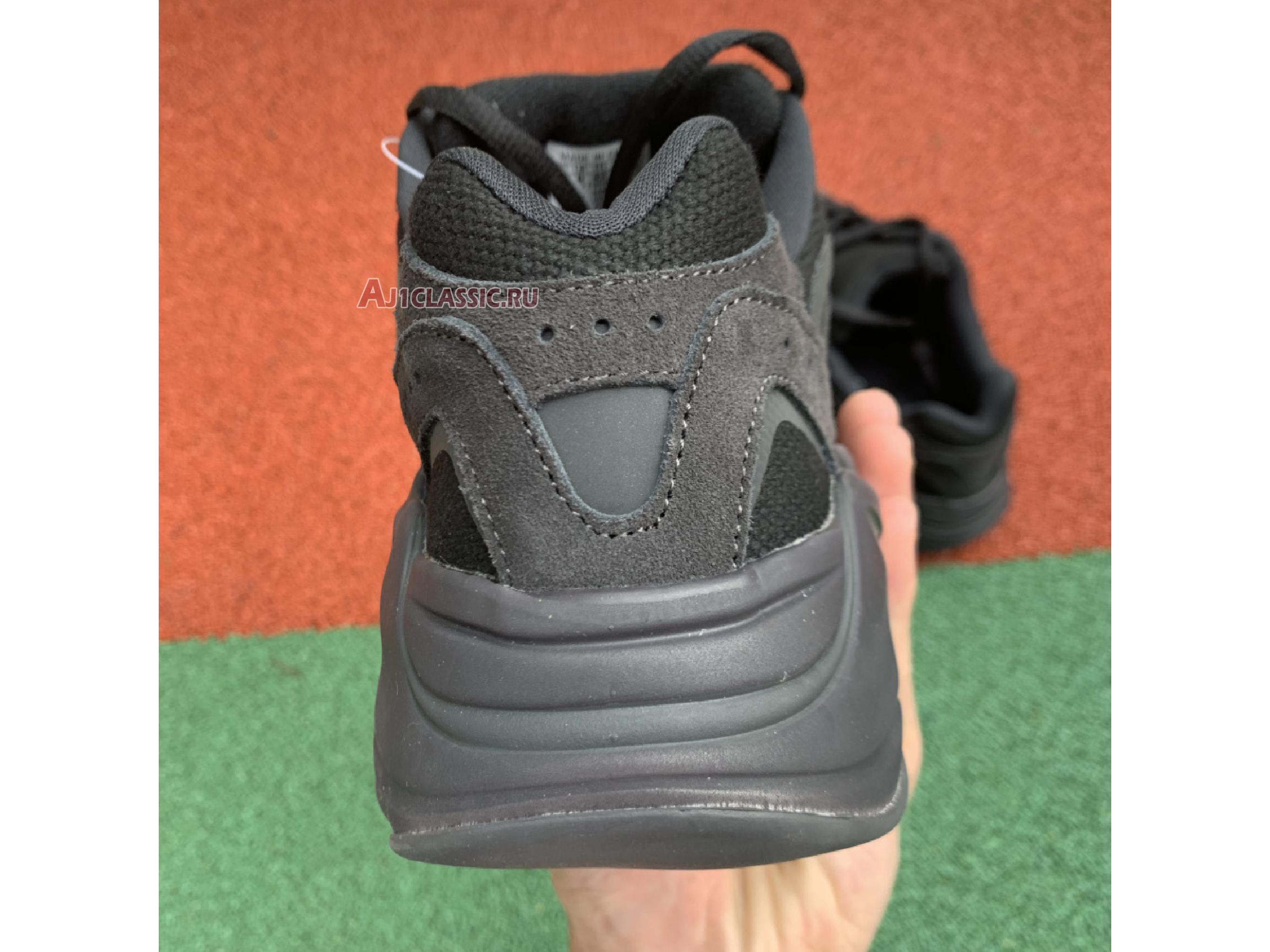 "Adidas Yeezy Boost 700 V2 ""Vanta"" FU6684"