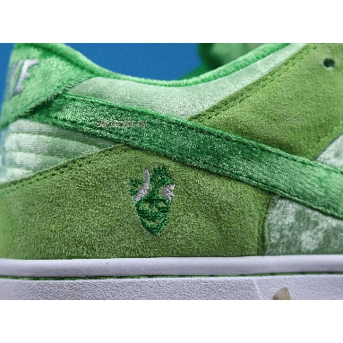 Nike StrangeLove x Dunk Low SB Green Beans Valentines Day CT2552-300 Green/White Sneakers
