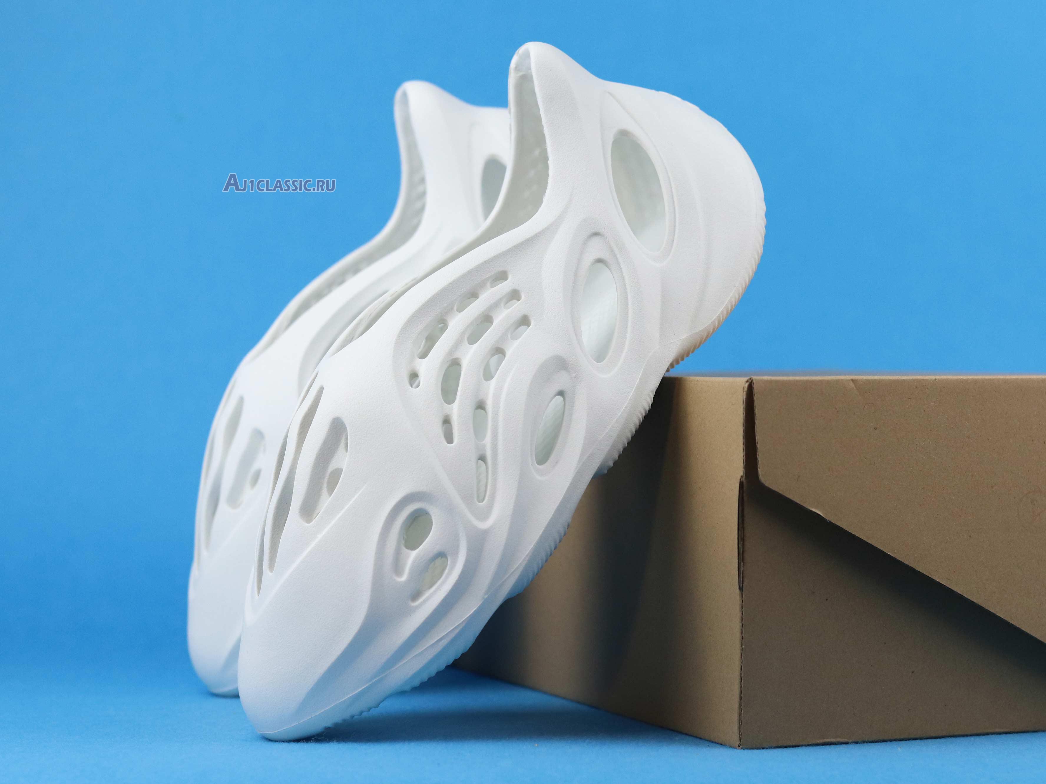 "Adidas Yeezy Foam Runner ""Ararat"" G55486"